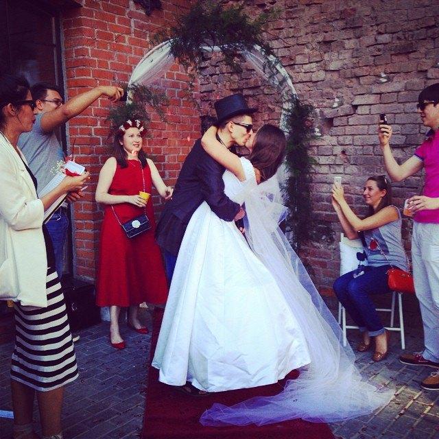 Пары, поженившиеся наStay Hungry Backyard. Изображение № 9.
