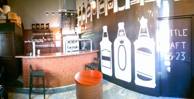 Рядом со станцией метро «Цветной бульвар» открылся бар с крафтовым пивом Little Craft Bar. Изображение № 1.