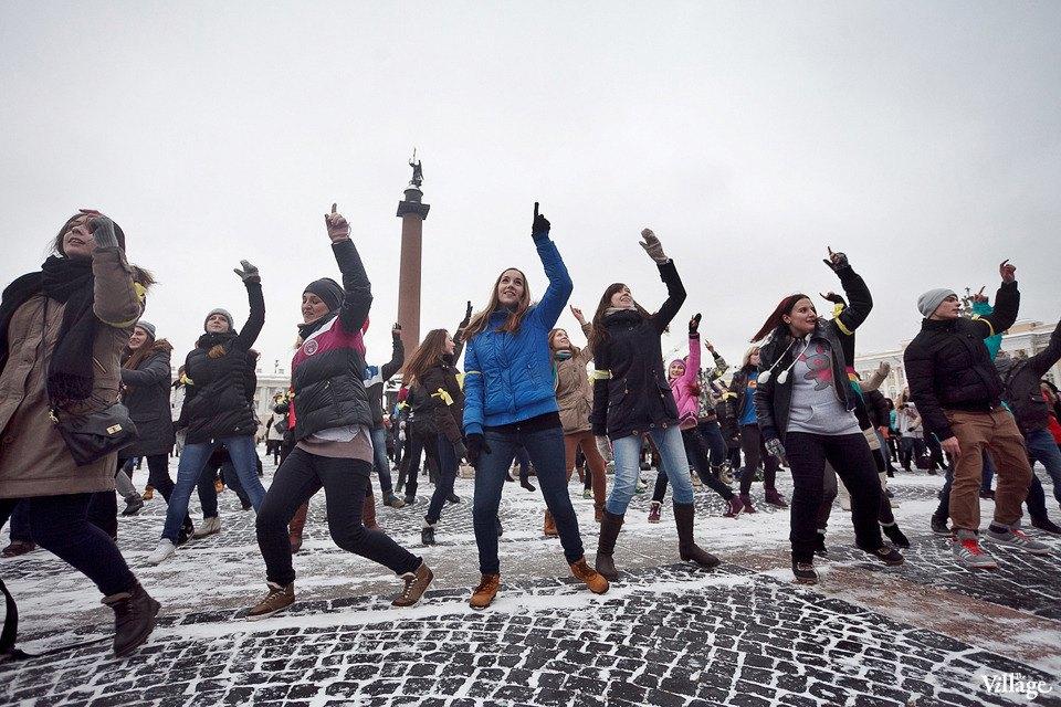 Фоторепортаж: Gangnam Style и зарядка на Дворцовой площади. Изображение № 3.