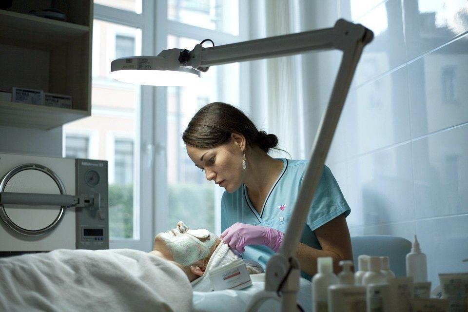 Косметолог Виктория Клишко— оботоксе, прыщах иместах, которые мужчины эпилируют чаще всего. Изображение № 1.