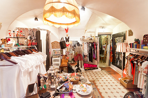 ... Гид по секонд-хендам и винтажным магазинам  11 мест в Петербурге.  Изображение ... cb490ebc7c3