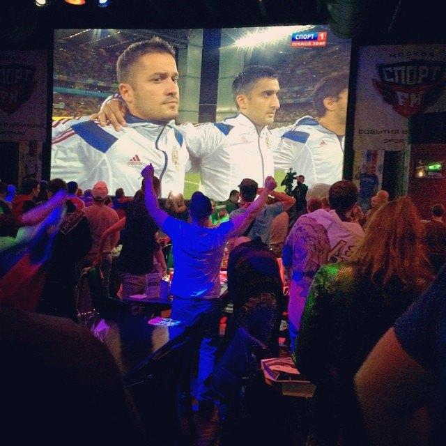 Что делали этой ночью российские болельщики. Изображение № 22.