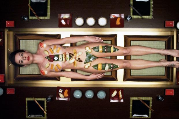 «Суши-girl», криминальный экшен с участием банды налётчиков и убийц, а также голой девушки, обложенной суши. Изображение № 10.