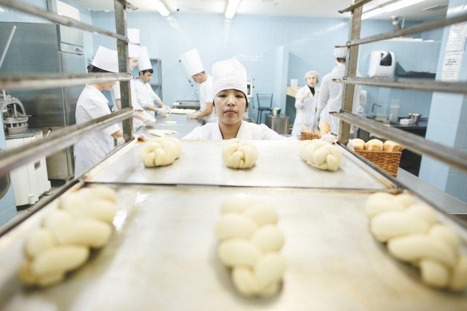 Производственный процесс: Как готовят кошерный хлеб. Изображение № 33.