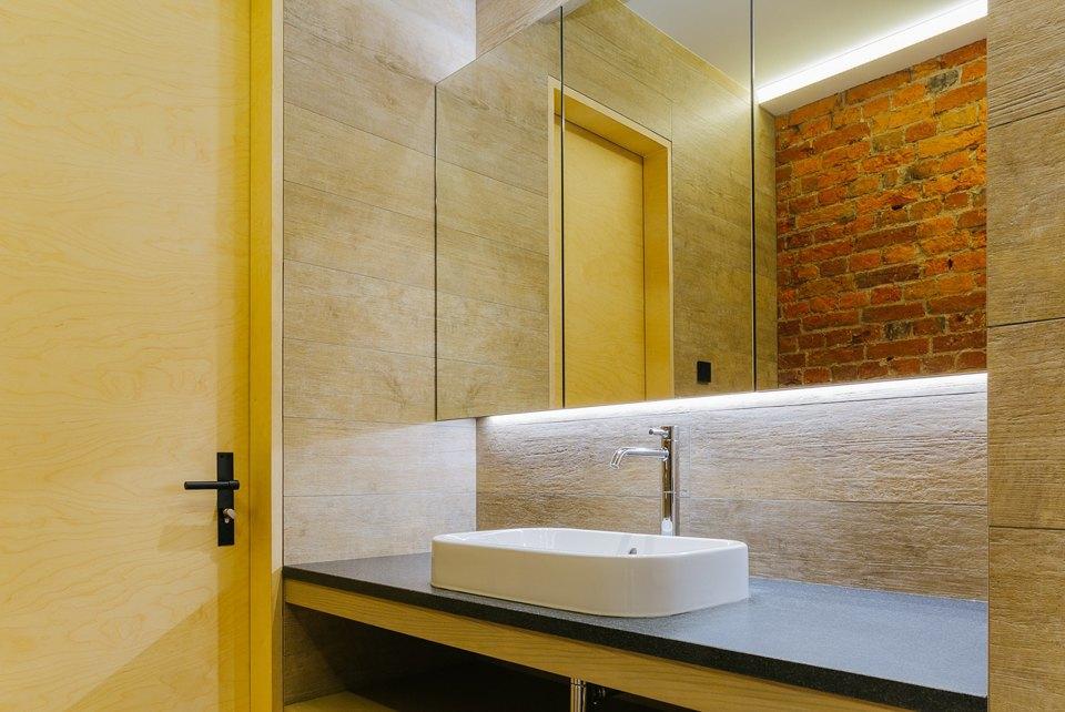 Четырёхкомнатная квартира наОстоженке скрасным холодильником и медными трубами. Изображение № 21.