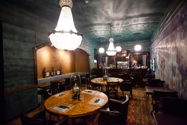На улице Рубинштейна открылся ресторан с букинистическим магазином. Изображение № 1.