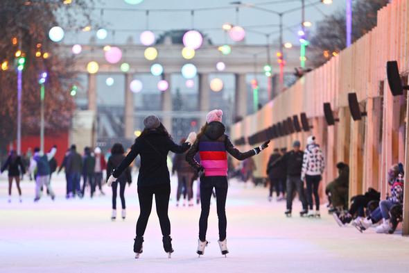 Бегущий на лезвиях: Первые посетители катка в парке Горького. Изображение № 12.
