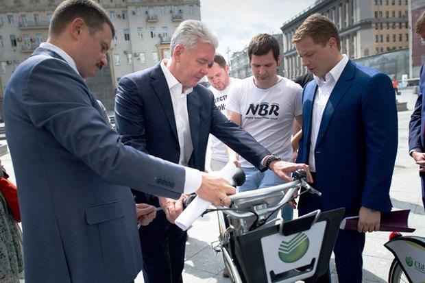 Сергей Собянин осматривает обновлённый московский велопрокат. Изображение № 1.