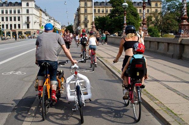 Автор Cycle Chic— одевушках, детях иполитиках навелосипедах. Изображение № 6.