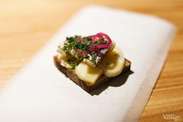 Бутерброд с картофелем и селедкой — 90 рублей. Изображение № 18.