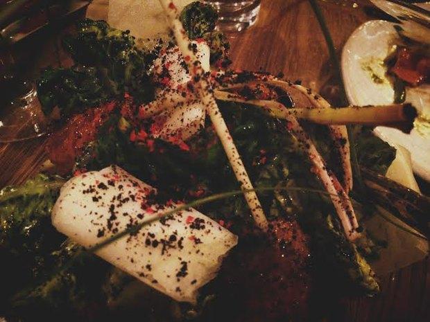 Салат «Чёрный Цезарь» с кебабом из креветок. Изображение № 3.