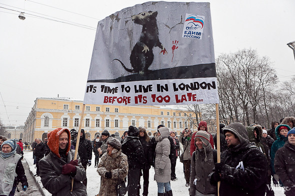 Два санкционированных митинга в Петербурге собрали 2 500 человек. Изображение № 30.