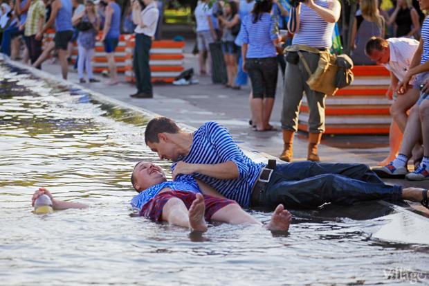 Люди в городе: Как отмечали День ВДВ в парке Горького. Изображение № 24.