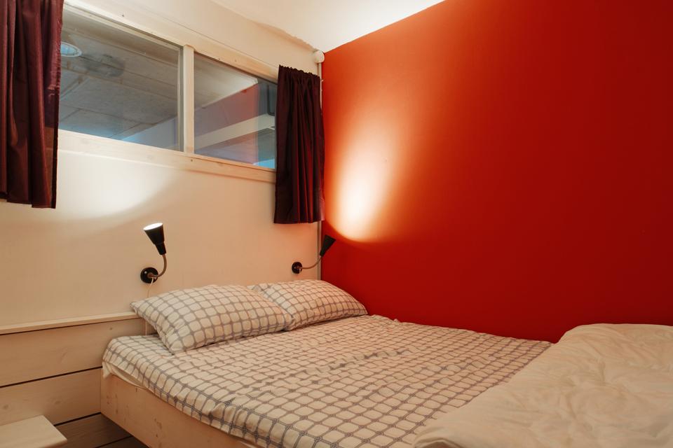 Хостел на«Белорусской» сномерами-каютами идвухэтажной двуспальной кроватью. Изображение № 16.