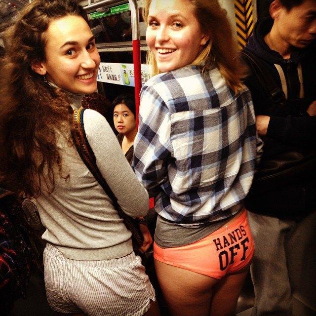 Флешмоб «В метро без штанов» в снимках Instagram. Изображение № 31.